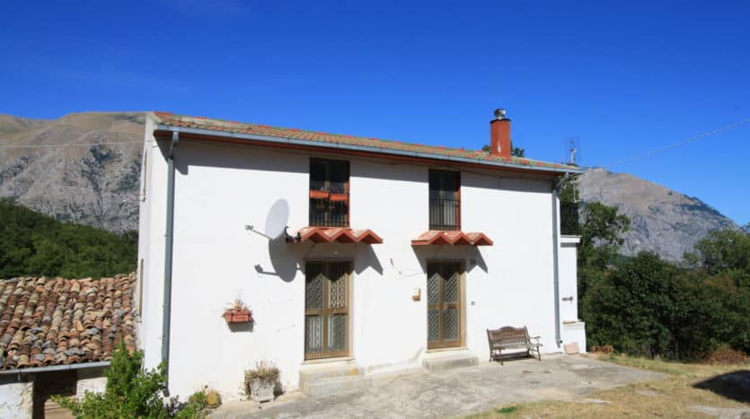Detached farmhouse in Torricella